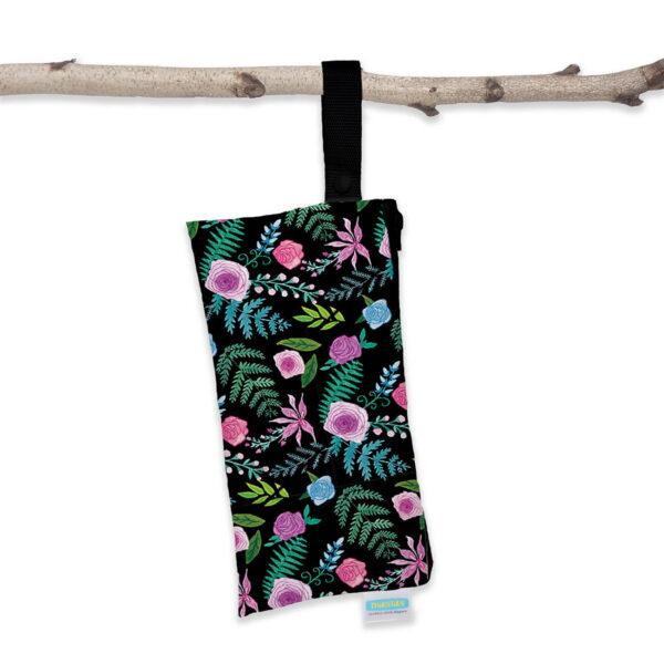 thirsties clutch wetbag hängen